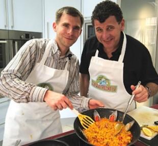 schlager und volksmusik star semino rossi kocht in der schlager küche paella á la schlager star semino rossi