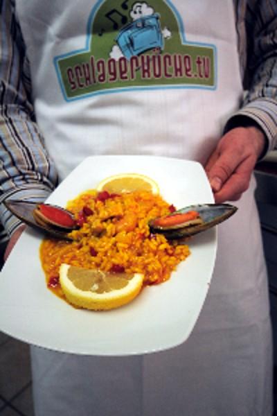 Paella von Schlager Star Semino Rossi Semino Rossi kocht in der Schlagerküche Spanische Paella mit Schlager Küchen Moderator Philipp Beisteiner NDR