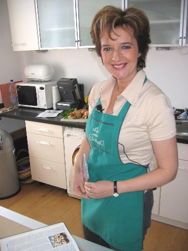 Schlager und Volksmusik Star Monika Martin studiert das Tafelspitz Rezept
