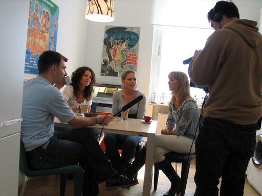 Schwesterherz bei den Dreharbeiten mit Moderator Philipp Beisteiner